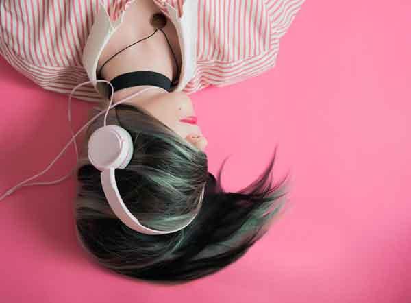 Dan bez glazbe cimerica s jeftinim slušalicama