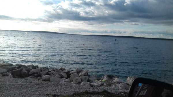 Sam u vodi